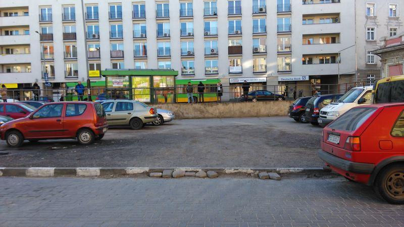 Wjazd na parking przy Piaskowej