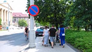 Nielegalne parkowanie na Fredry